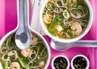 Recept voor misosoep met soba en garnalen