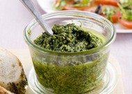 Recept voor pesto met drie kruiden
