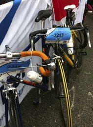 22 bochten, 13,5 kilometer omhoog fietsen op de Alpe d'HuZes. Is het Manon gelukt?