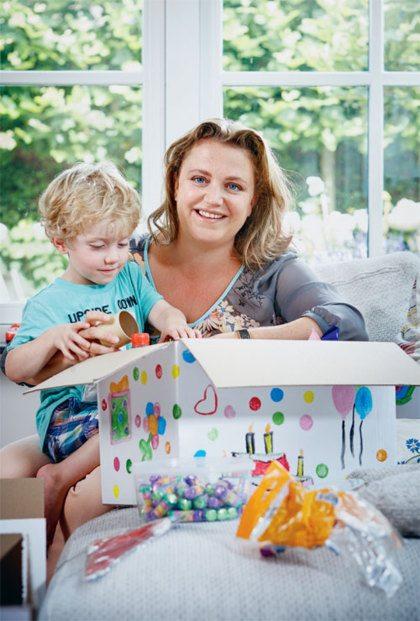 Vriendin 36: Margriet maakt verjaardagsdozen voor kinderen