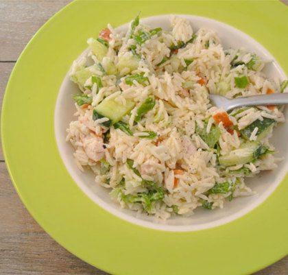Recept voor rijstsalade met gerookte kip, komkommer en crème fraiche