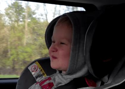 Tweejarig jongetje zingt Somebody I Used To Know