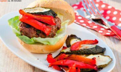 Recept voor hamburger met verse kaas en geroosterde groente