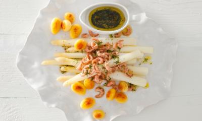 Recept voor asperges met Hollandse garnaaltjes en dilledressing