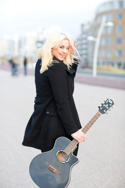 Vriendin 3: Gepeste The Voice-finaliste Emmaly groeit uit tot powerzangeres