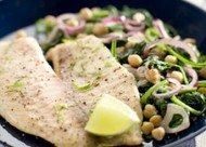 Recept voor vis met kruidige spinazie en kikkererwten