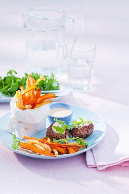 Recept voor Wortelfriet met minihamburger en currysaus