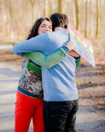 Vriendin 13: Jeannette deelt op straat gratis knuffels uit
