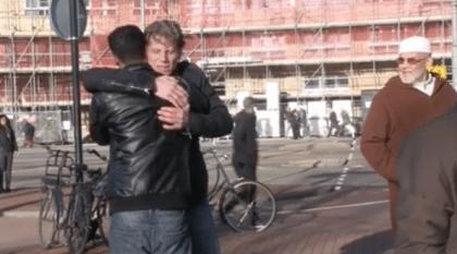 Een knuffel voor een betere wereld
