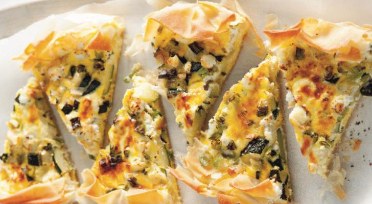 Recept voor knapperige quiche met courgette, geitenkaas en lente-ui