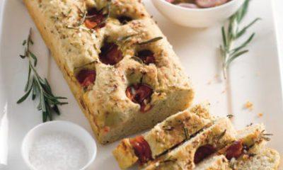 Recept voor knoflookbrood met kruiden en tomaatjes