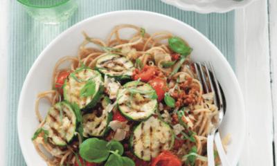 Recept voor spaghetti met kerstomatensaus en gegrilde courgette