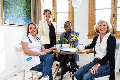 HappyNurse en Howard Komproe bezorgen glimlach op Internationale Dag van de Verpleging