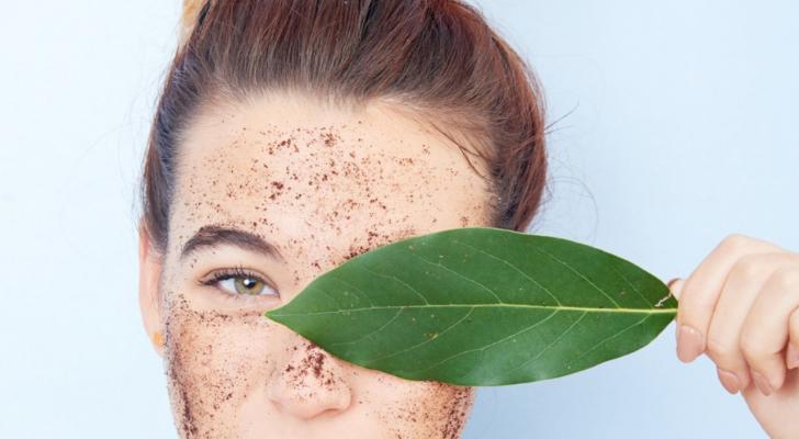 Makkelijk en goedkoop: maak je eigen scrub voor een zachte huid