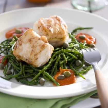 Vis met tomaten-wijnsaus en zeekraal