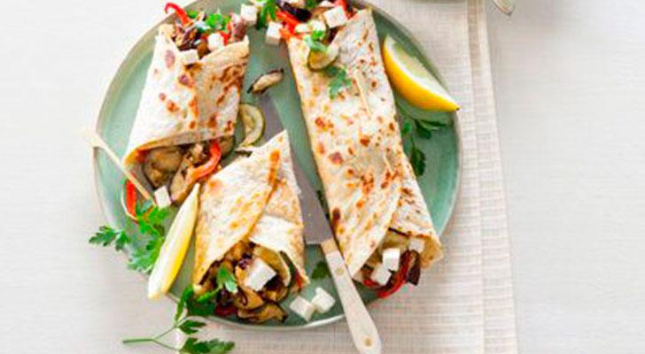 Recept voor fajita's met hummus, feta en geroosterde groenten