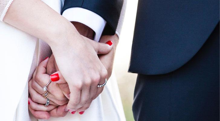 Ga jij binnenkort trouwen? Deze BN'ers zijn trouwambtenaar