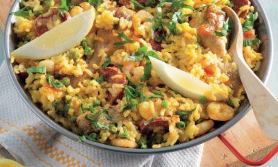 Recept voor paella met kipdrumsticks, chorizo en garnalen