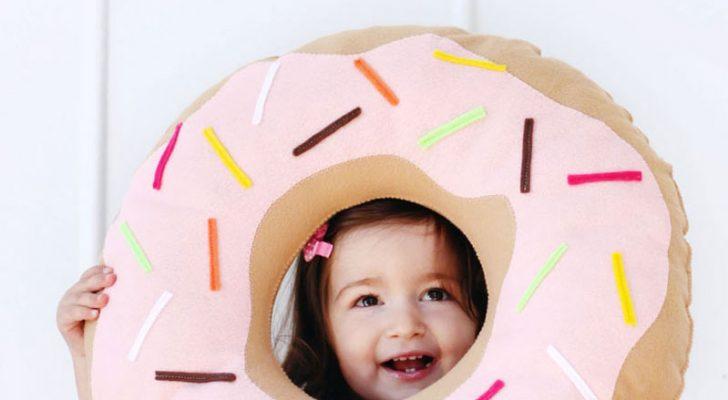 Meisje met donut kussen DIY