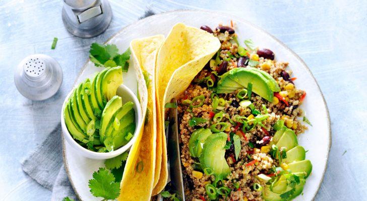 Recept voor veganistische Mexicaanse quinoaschotel