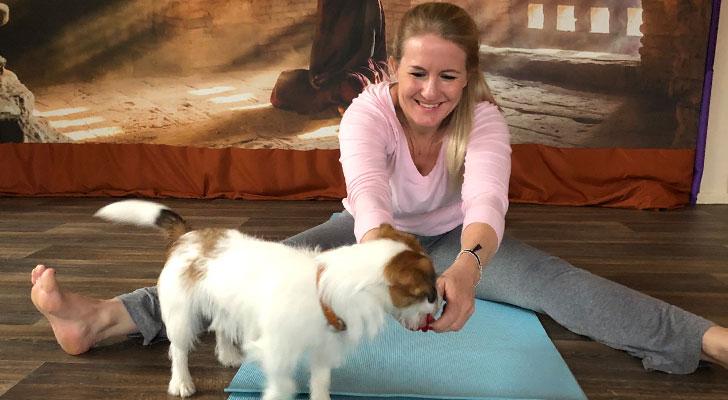 Hester probeerde yoga met haar hond