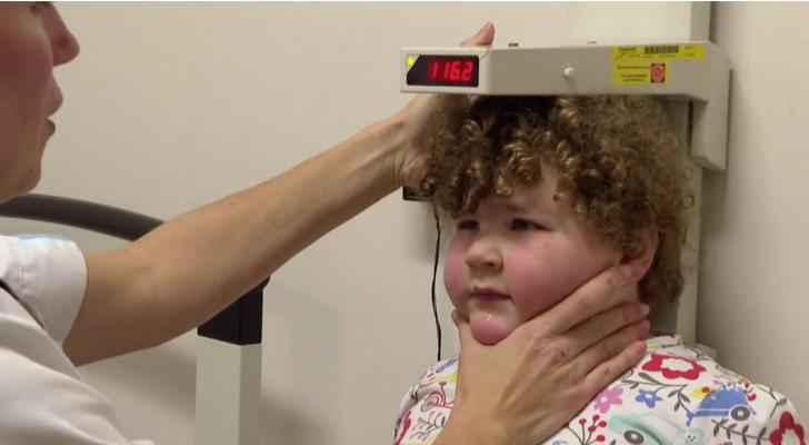 Heftig: Fie (3) heeft genetische obesitas en weegt al 43 kilo
