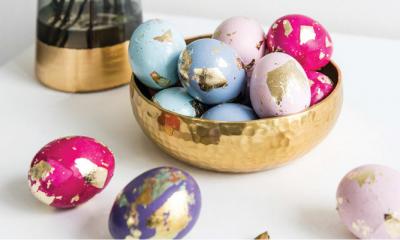 Leuke DIY: gekleurde paaseieren versieren met bladgoud