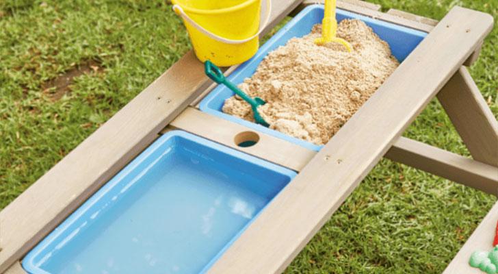 Leuk in de tuin: speeltafel voor voor zand en water