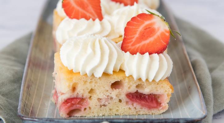 Recept voor aardbeien plaatcake van Laura's Bakery
