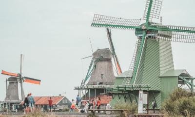 Van plakjes worst tot drie zoenen: dit vinden jullie typisch Nederlands