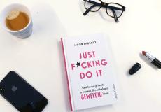 Met het boek Just f*cking do it word je de beste versie van jezelf