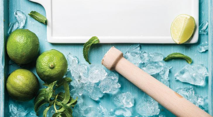 Zo maak je zelf een zomerse mojito (+ lekkere variatietips)