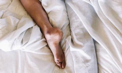 Dit is de reden dat je niet zonder deken kunt slapen