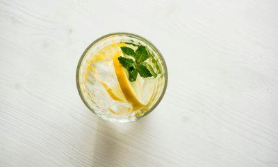 Zo maak je zelf citroenijsthee