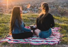 Bewezen: op vakantie gaan met je zus is goed voor je gezondheid